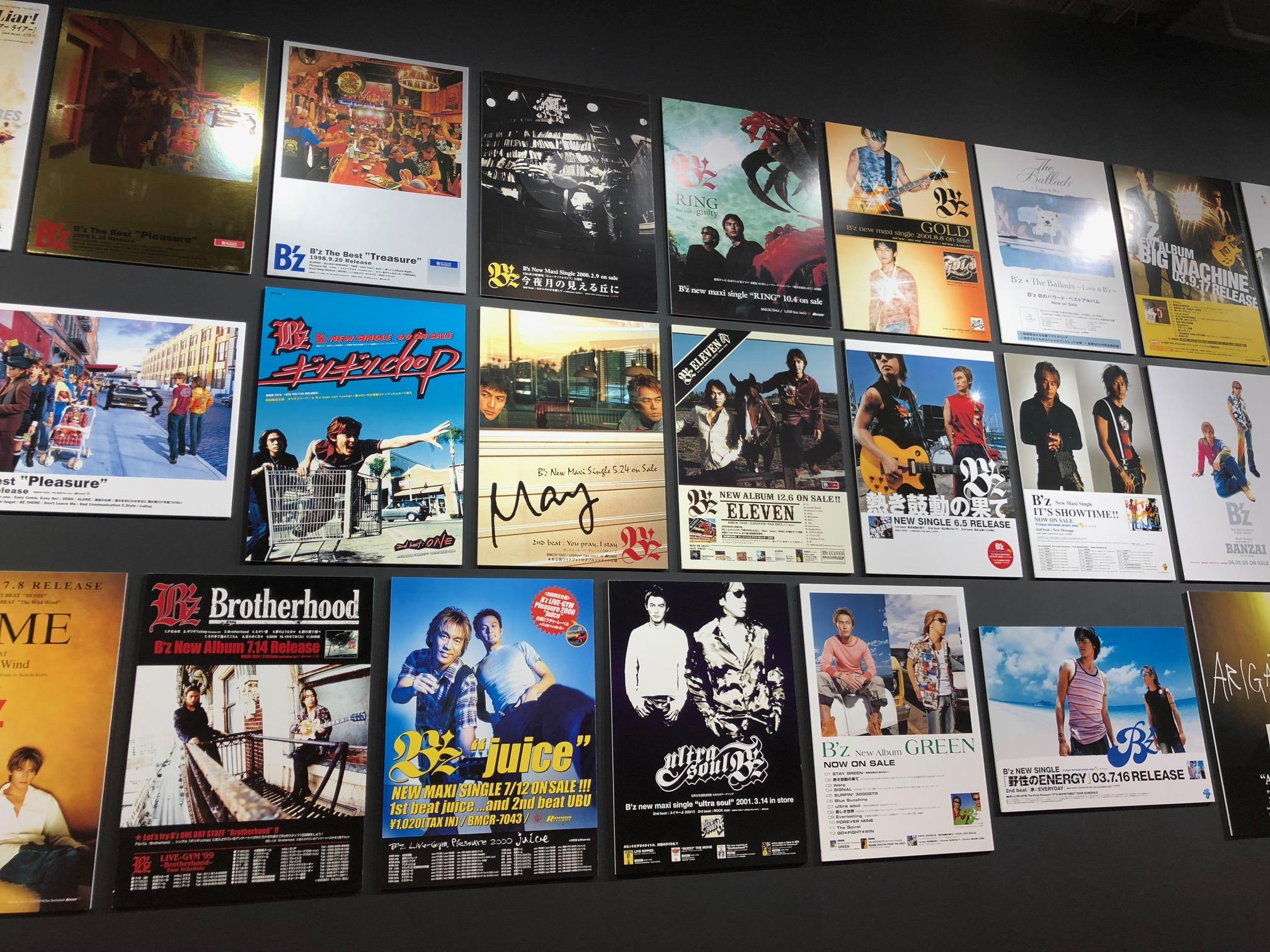"""『B'z 30th Year Exhibition """"SCENES"""" 1988-2018』に展示されたポスターの写真"""