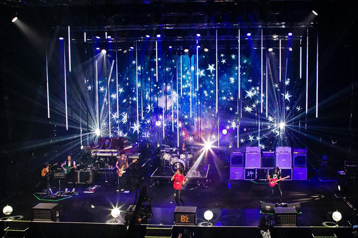 『B'z SHOWCASE 2020 -5 ERAS 8820- Day1~5』Day1のステージスクリーンの様子