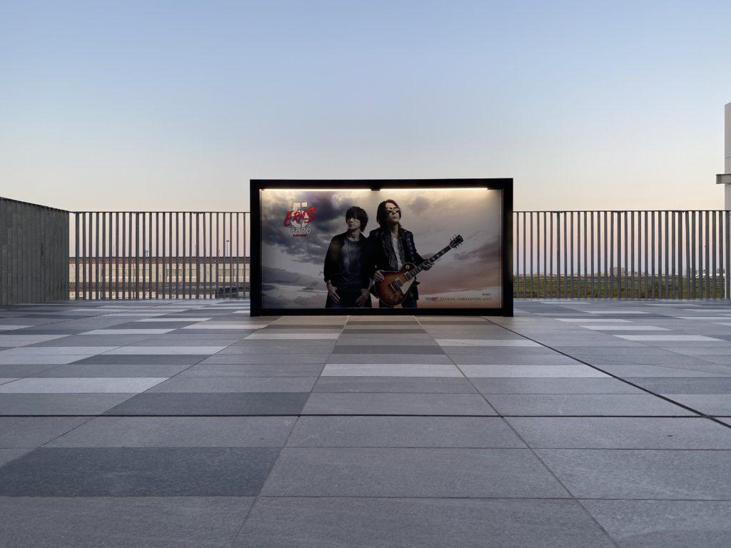 『B'z SHOWCASE 2020 -5 ERAS 8820- Day1~5』のアーティスト写真を利用したフォトスポット