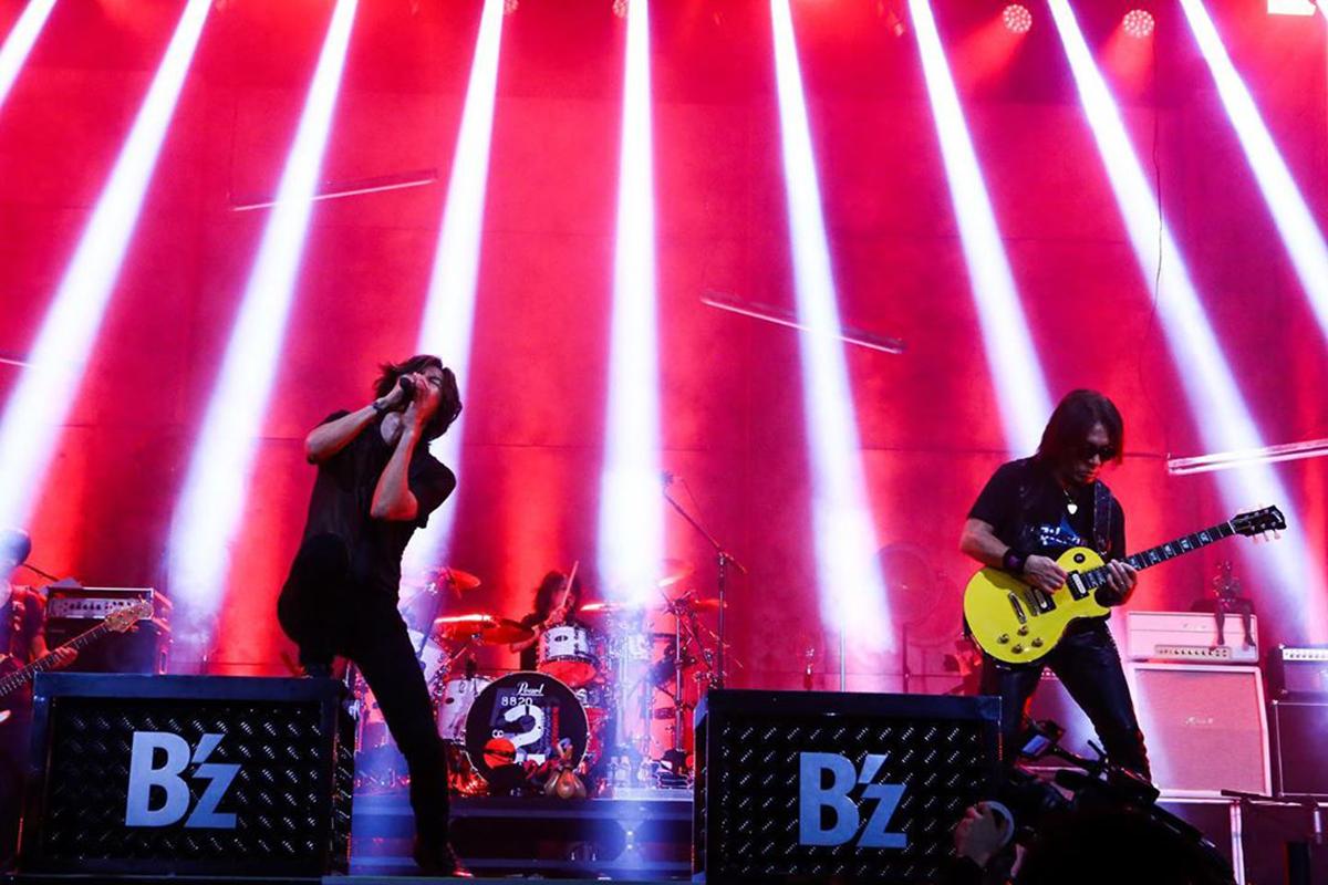 B'z公式SNSで公開された『B'z SHOWCASE 2020 -5 ERAS 8820- Day2』のステージ写真