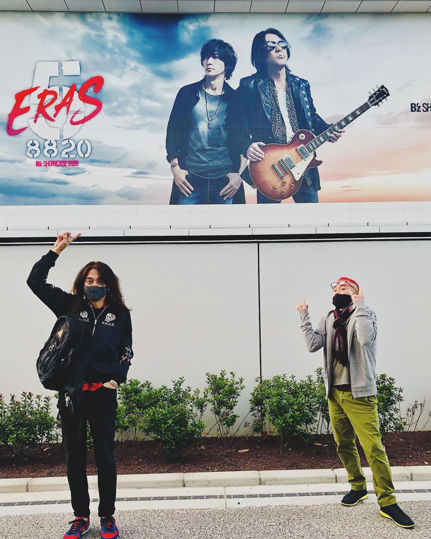 Zepp Haneda(TOKYO)の前で撮影された満園庄太郎と黒瀬蛙一のツーショット