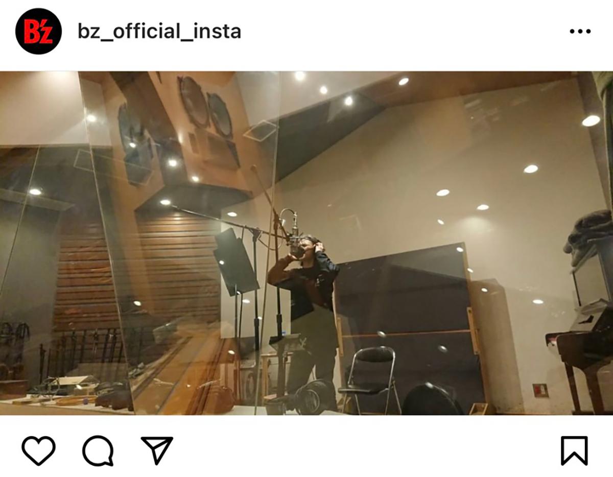 B'z公式Instagramで2021年4月23日に公開された稲葉浩志のレコーディング写真