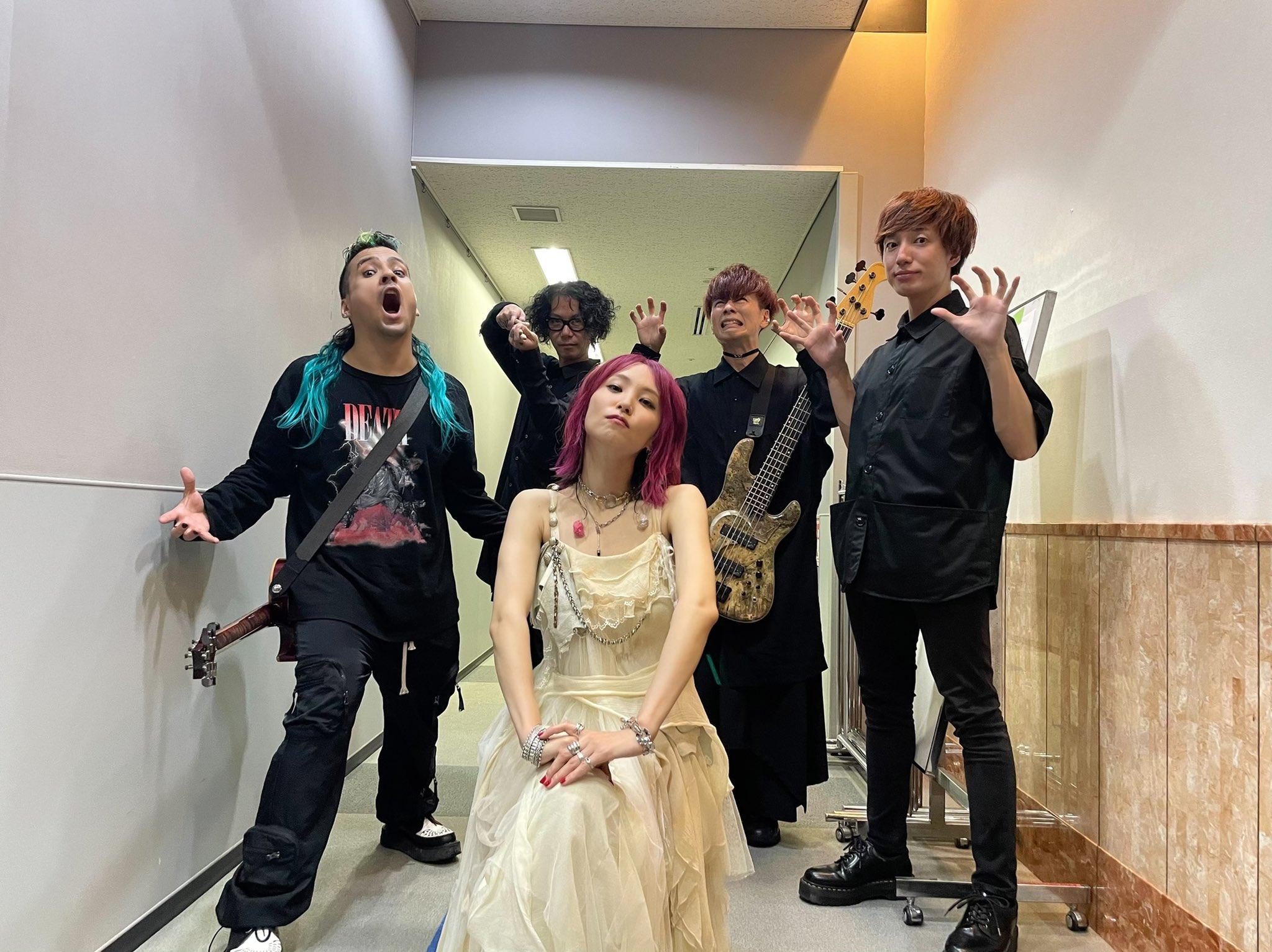 LiSAが「CDTVライブ!ライブ!」に出演した際の写真