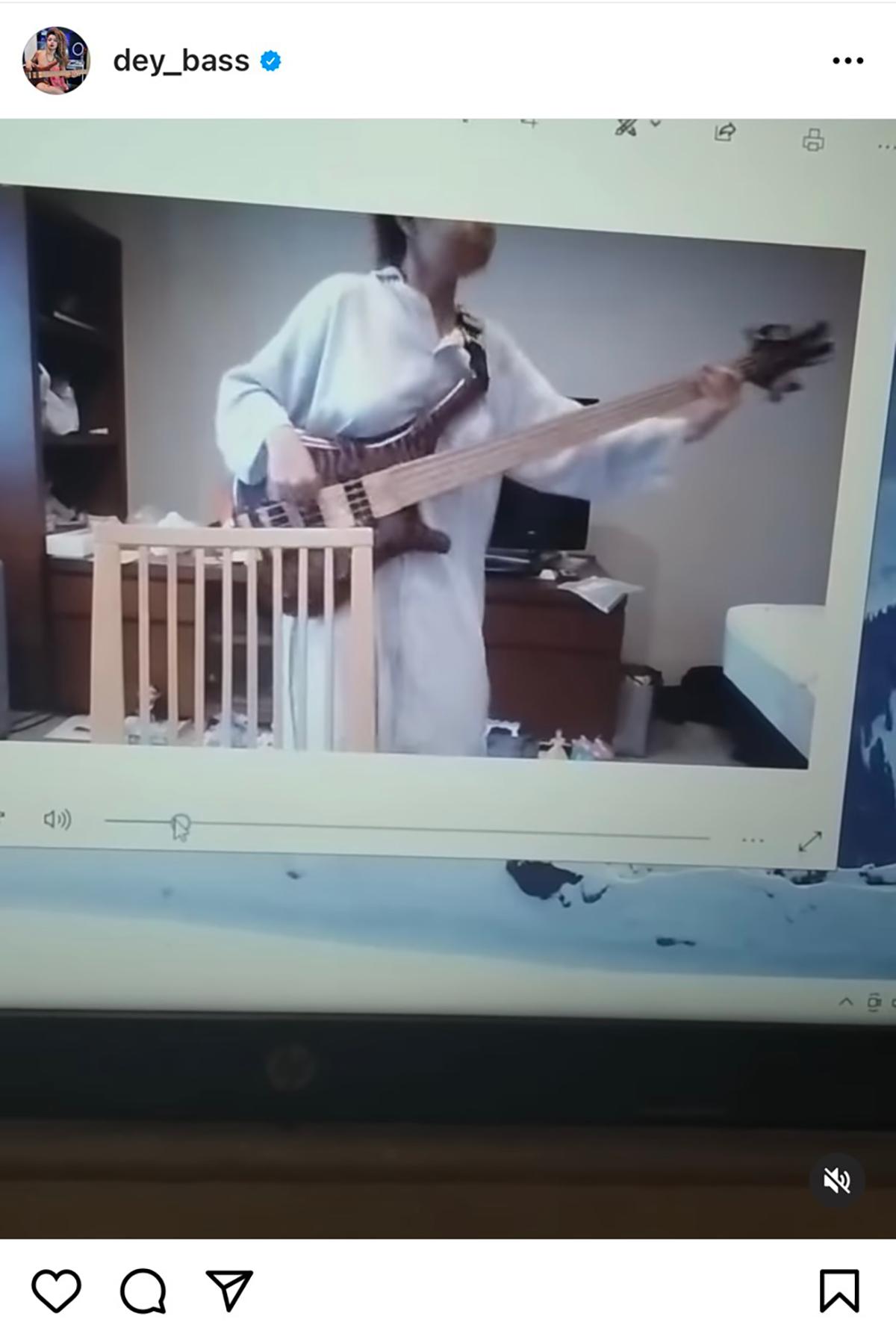 モヒニ・デイがB'z「俺をカルマを生きろ」を練習している時の映像