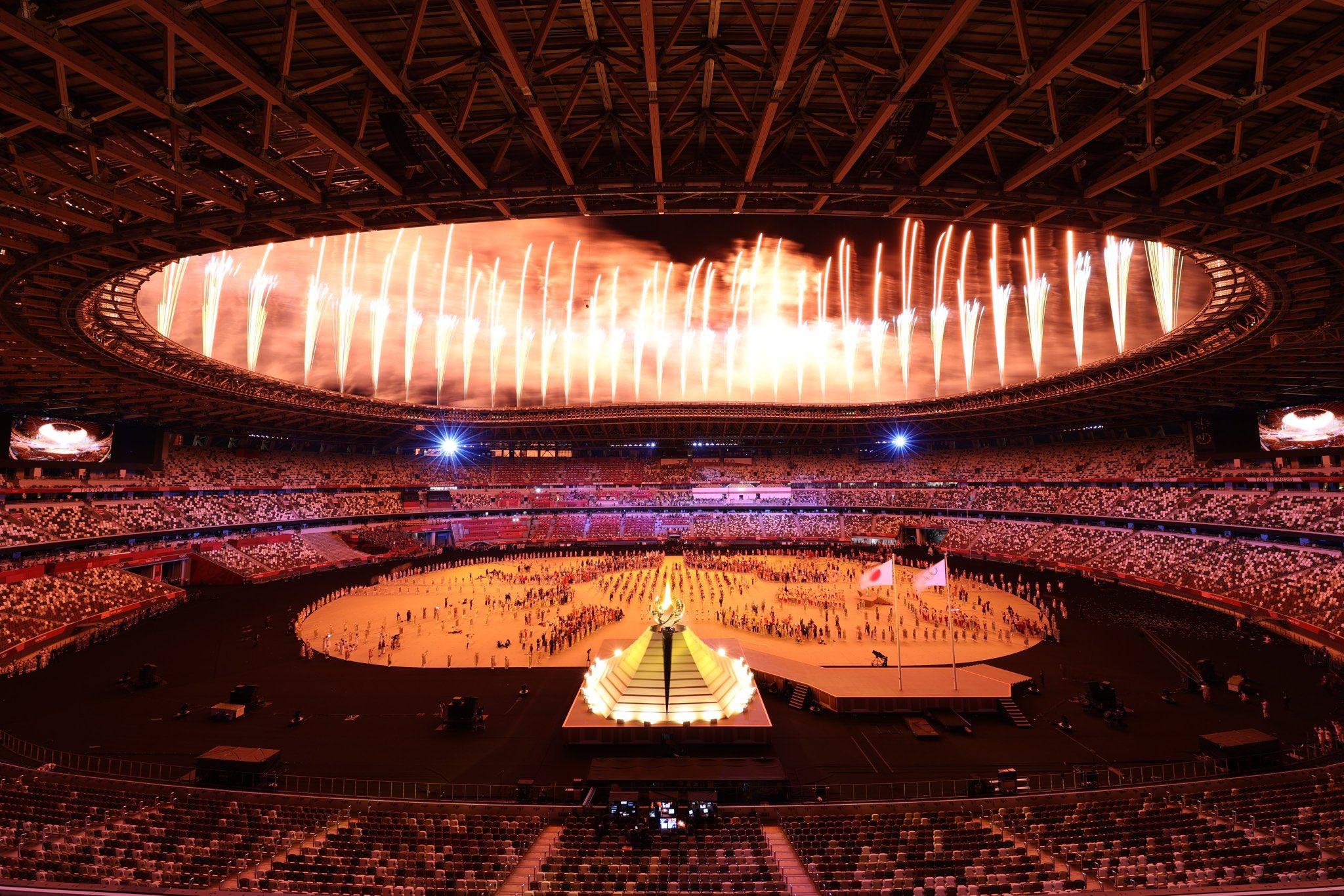 B'zとかつて共演したアーティストらが躍動した東京オリンピック開会式の会場・国立競技場