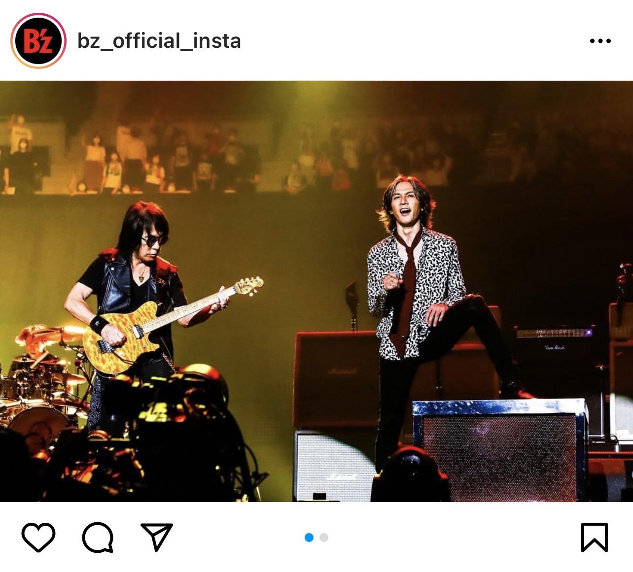 B'z公式Instagramで公開された『B'z presents UNITE #01』横浜公演のステージ写真(左:ギター・松本孝弘 右:ヴォーカル・稲葉浩志)