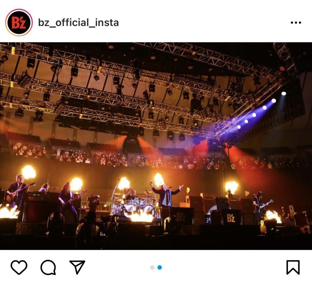 B'z公式Instagramで公開された『B'z presents UNITE #01』横浜公演のステージ写真(「UNITE」)